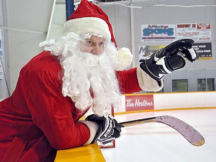 SantaHockey6